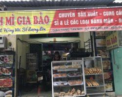 Sang lò bánh mì chợ Lạc Quang quận 12